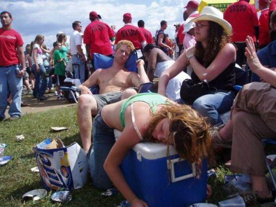 festival-drunk